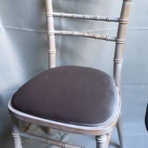 Chiavari chair with grey pad