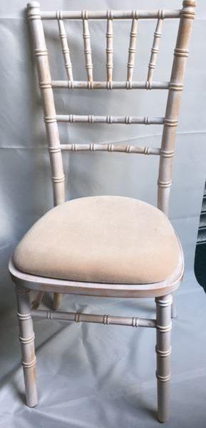 Chiavari chair with ivory pad